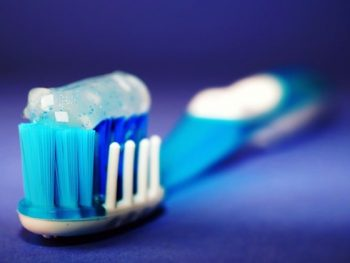 Homemade Toothpaste Recipe for a Healthy & Sparkling Smile