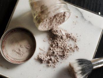 DIY Chocolate Mint Dry Shampoo Recipe {mesmerizing}